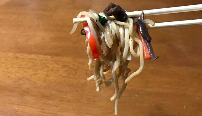 セブンイレブンの「オイスターソース香る彩り野菜の上海焼そば」